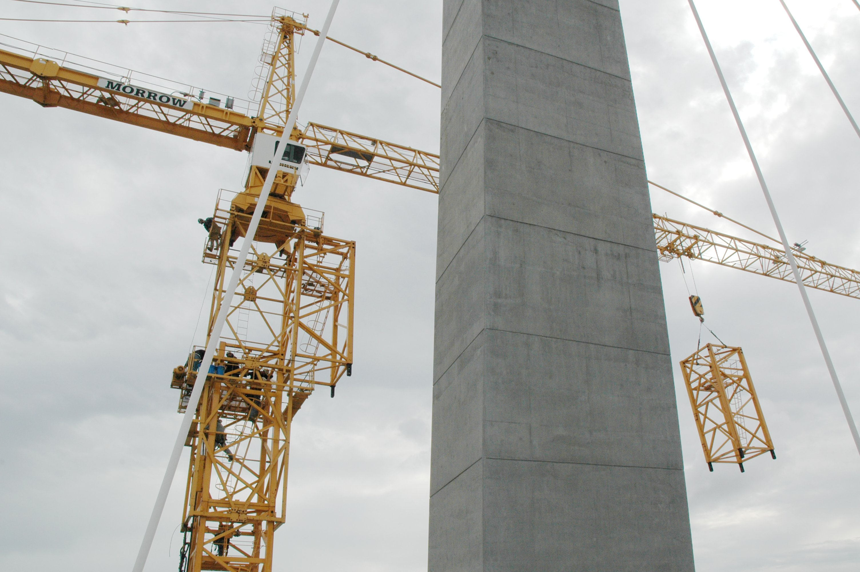 Tower Crane Climbing : Building the new cooper river bridge arthur ravenel