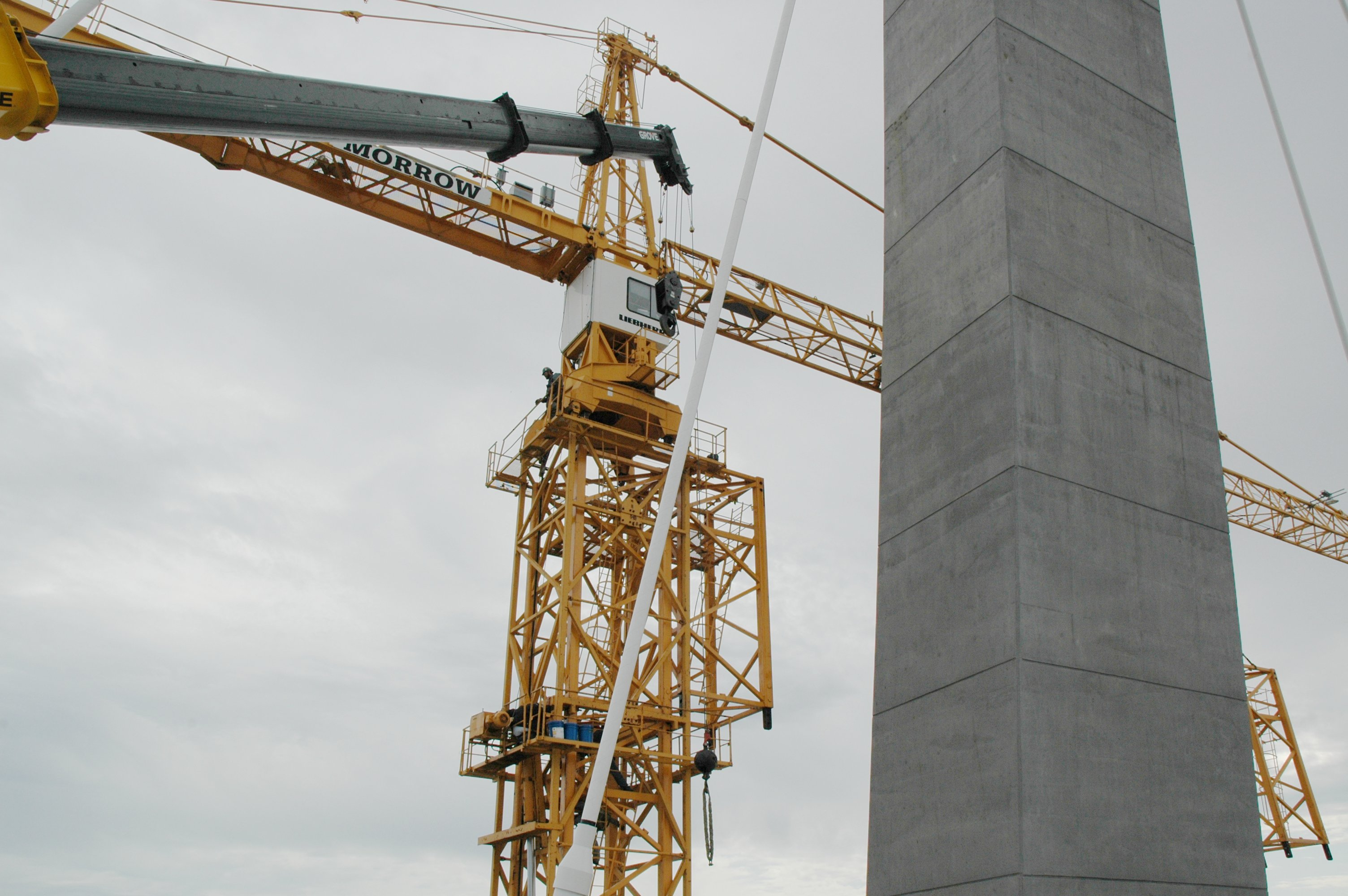 Tower Crane Climbing : Building the ravenel bridge